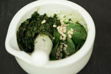 pesto-basil-pine-nuts-vegan-homemade-plants-make-food