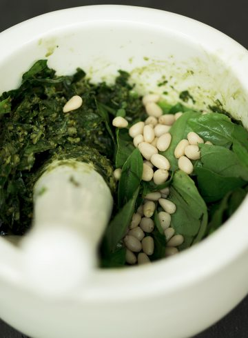 pesto-basil-pine-nuts-vegan-homemade-plants-make-food