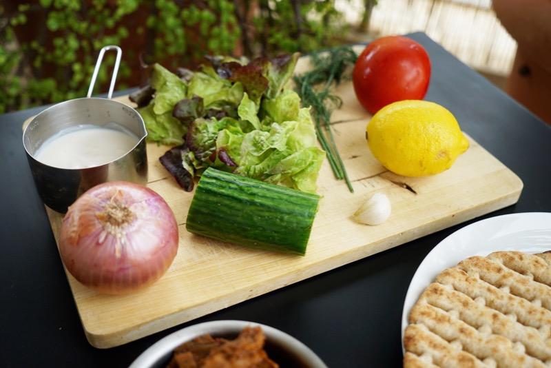 vegan-gyros-meat-platns-make-food